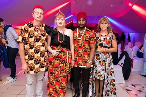 Photos: White In-laws Of Igbo Man Rock Igbo Traditional Attire – Hit Not Miss